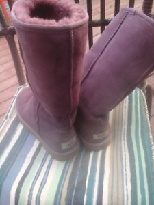 Genuine mauve UGG'S 8-8 1 / 2 in excellent condition