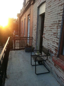 ROOM IN CHARMING, BEAUTIFUL 6 ½ - MILE END
