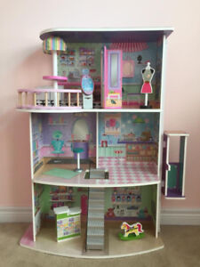 Wooden dollhouse with accessories