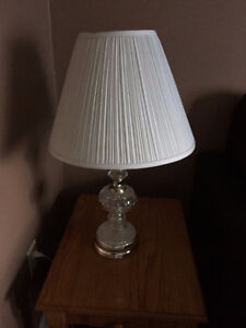 2 Lamps with shades, - Please see pictures. Both work fine