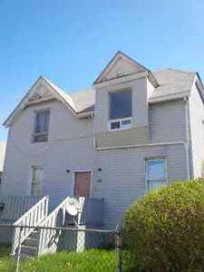Downtown waterfront large 2-BR unit with backyard & parking