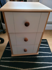 BEDSIDE TABLE.3 DRAWERS. GOOD QUALITY EXCELLENT UNMARKED CONDITION....