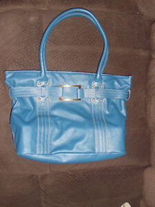 Avon Purse 10$  Use only one time , like new.  Size 11.5 /15 in