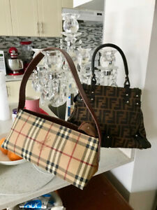 Burberry  pre-owned authentic bag, excellent contition