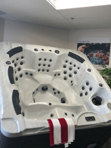 Hot Tub -  6 to 7 Seater - Brand New with Full Warranty