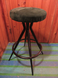 VINTAGE METAL SWIVEL STOOL / CHAIR GOOD CONDITION ASKING $45 OR