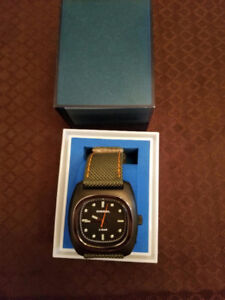 Diesel watch canvas strap with box never worn - authentic