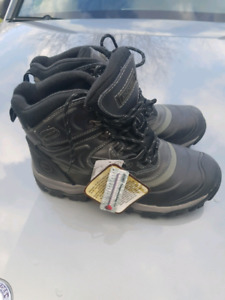 Mens Size 11 Brand New Winter Boots