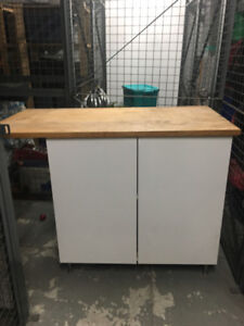White kitchen cabinet and/or island