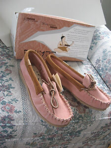 Brand new Mocasin shoes-all leather-pink-size 7