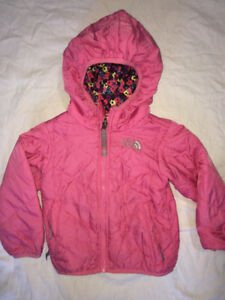 THE NORTH FACE REVERSABLE JACKET  3T in NEW CONDITION