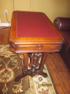 ANTIQUE ACCESSORY/ACCENT TABLE.