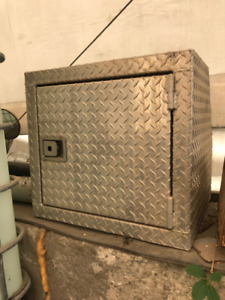Checkered Aluminum Tool Box MAKE AN OFFER MOVING SALE !