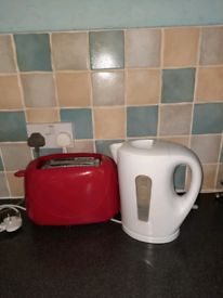 Toaster & kettle (delivery available