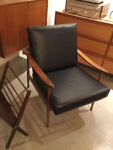 MID CENTURY LOUNGE CHAIR - Live In Retro!