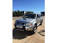 Nissan navara pick up truck 4x4