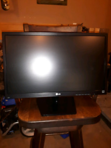 "***PRICE DROP*** 24"" LG Computer Monitor"