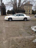 White ford lincoln town car