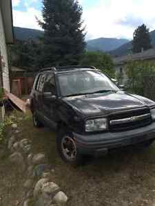 2002 Chevrolet Tracker base SUV, Crossover