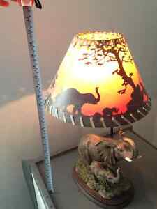 Beautiful Table Lamp 20 inches high and 12 inches wide London Ontario image 2