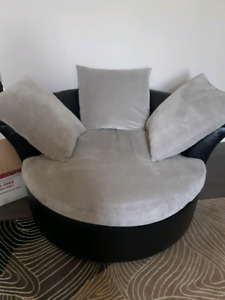 Moon Chair/Round Couch