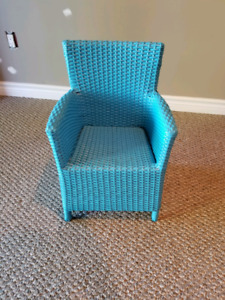 EXCELLENT CONDITION  KIDS BLUE WICKER CHAIR!