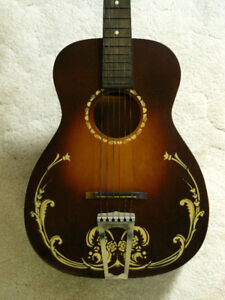Beautiful antique guitar in very nice condition