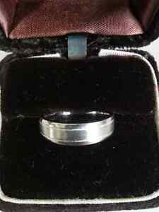 Platinum Ring [Great Christmas Gift] Stratford Kitchener Area image 1