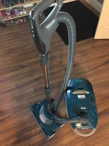 Vacuum. Kenmore elegance