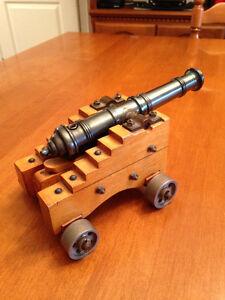 Canon miniature de collection en acier