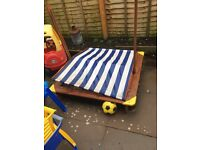 Free wooden sandpit with canapé
