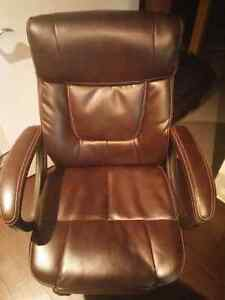 AdjustaBle chair. Excellent condition
