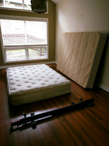 Queen bed/boxspring and metal bedframe