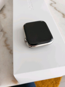 Apple watch serie 4 LTE  44mm cellulaire stainless