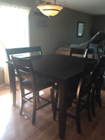 Beautiful Mango Wood Dinning room table with Large add on Bench