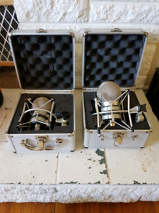 A pair of CAD Trion 7000 ribbon mics