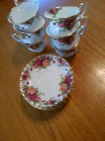ROYAL ALBERT OLD COUNTRY ROSE CHINA TEA CUPS AND SAUCERS **MADE
