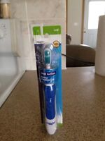 SOFT DUAL ACTION POWER TOOTHBRUSH - NEW!  IN ORIGINAL PACKAGING!