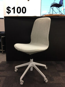 IKEA LÅNGFJÄLL Swivel chair, Gunnared beige, white