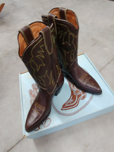 NEW! NEVER WORN!  Classic Ladies Longhorn Cowboy Boots