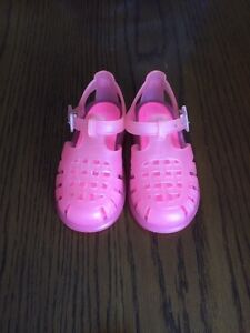 Igor size 7 toddler water shoes