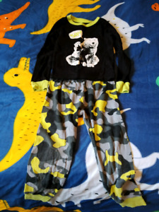 Size 3 boys pjs and shirts