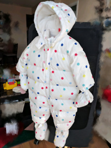 Infant/toddler winter jacket/snowsuit with mittens