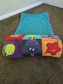 Mama's and Papa's Tummy Time Activity Toy and Rug