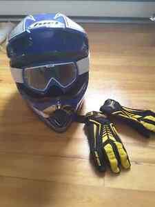Casque, lunettes et gants de moto junior