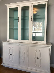 China Cabinet - in great condition!