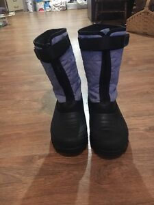 Durable winter boots!! Size 9