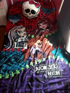 Ensemble lit simple Monster High
