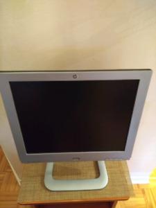 Ecran d'ordi clavier ..et TV HD et écran d'ordi 2en 1...