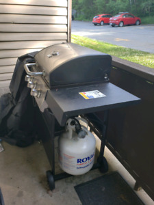 Like new BBQ Grill with full propane tank SOLD